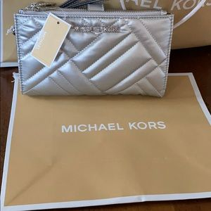 Michael Kors Peyton Quilted Phone Wallet/Wristlet